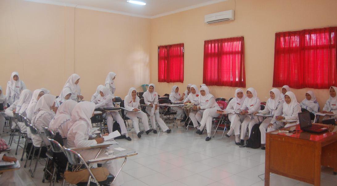 Aktifitas Diskusi Belajar Mahasiswa di dalam Kelas